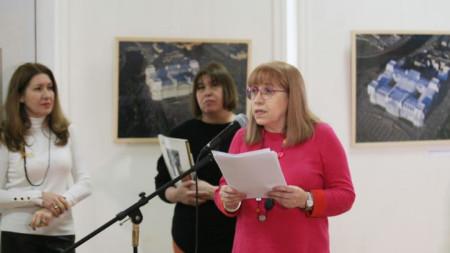 Евгения Атанасова, Цвета Явашева и Лилия Балева по време на откриване на изложбата