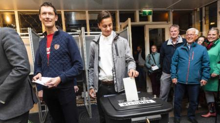 Изборите за европарламент започнаха официално с отварянето на изборните секции в Холандия.
