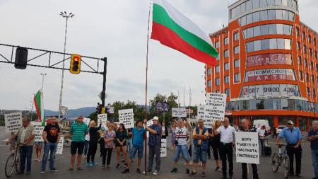 """Демонстранти от """"Горубляне"""" блокираха изхода на София на кръстовището на бул. """"Цариградско шосе"""" и """"Димитър Пешев"""", което предизвика задръстване."""