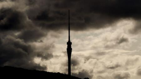 ТВ кулата в Дрезден по време на днешна буря в Германия