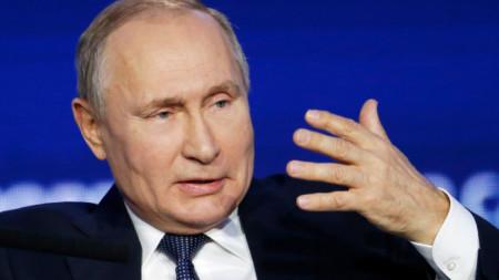 """Владимир Путин говори на инвестиционния форум """"Русия зове"""" в Москва."""