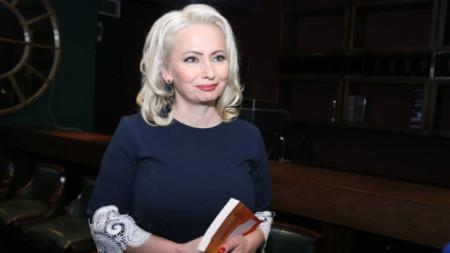 """Катерина Хапсали на премиерата на романа й """"Сливовиц"""""""