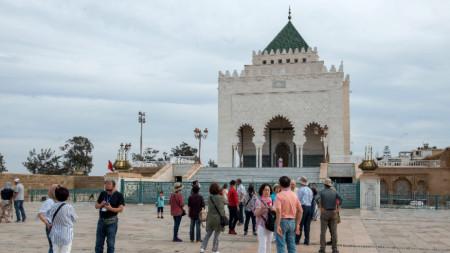 Мавзолеят на крал Мохамед V в Рабат е една от туристическите атракции в Мароко