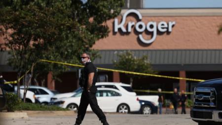 Нападателят открил огън по посетителите в супермаркет в престижното предградие Колиървил на Мемфис, щата Тенеси.
