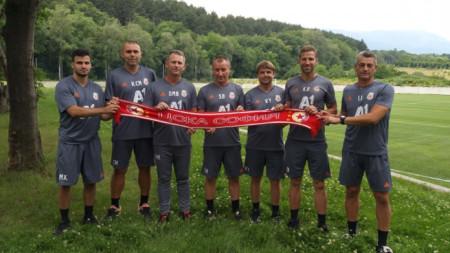 Стамен Белчев (в средата) е доволен от подготовката.