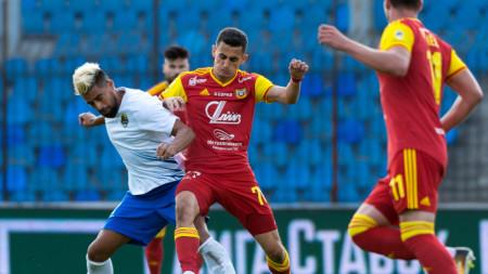 Георги Костадинов (в средата) беше сменен при победата с 3:2 срещу Сочи.