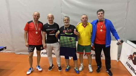 Петър Тодоров (в средата) поведе в генералното класиране.