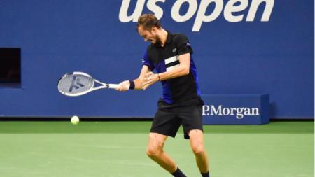 Даниил Медведев спечели за 100 минути.