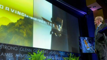 Бил Нелсън представя мисиите за проучване на Венера, наричана
