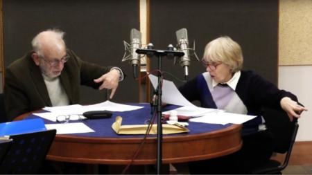 """Ицко Финци и Меглена Караламбова по време на записа на радиопиесата """"Костенурката на Дарвин"""""""