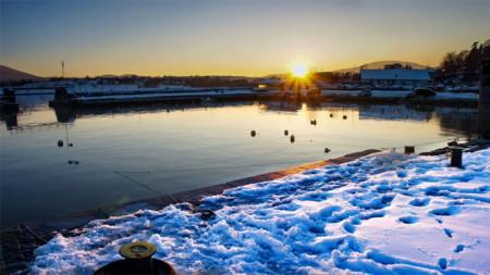 В Царево и днес, на празника, има слънце. (Снегът не е Никулденски)