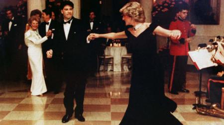 Лейди Даяна танцува с Джон Траволта на песента