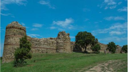 """Mezek köyü yakınlarındaki Ortaçağ'dan kalma """"Neutzikon"""" kalesi"""