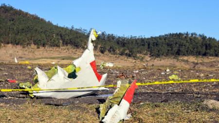 Останки от разбилия се самолет на Етиопските авиолинии.