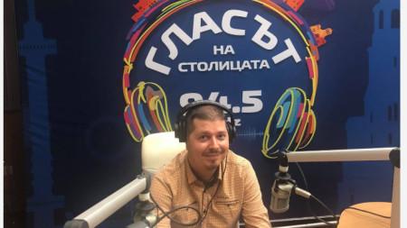 Композиторът Александър Костов в студиото на Радио София