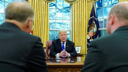 Доналд Тръмп дава интервю за агенция Ройтерс в Овалния кабинет