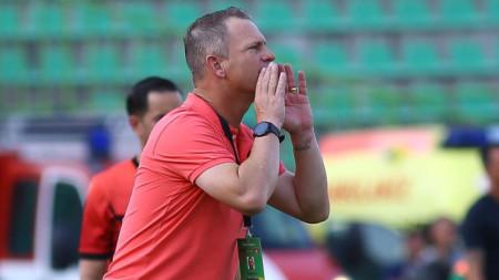 Даниел Моралес похвали футболистите си за успеха срещу Левски