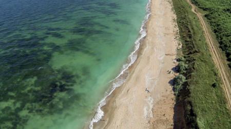 Плажът на север от село Крапец
