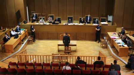 """Справедливи присъди след исторически процес. Така медиите и анализаторите в Гърция коментират новината за осъдените високопоставени членове на гръцката неонацистка партия """"Златна зора"""", сред които и лидерът на формацията."""