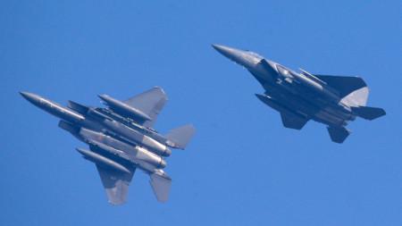 Южна Корея изпратила прехващачи Ф-15К, които стреляли предупредително срещу руски боен самолет, нарушил въздушното пространство на страната.