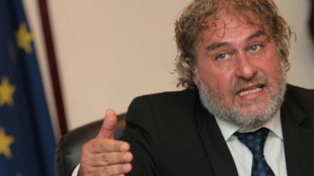 Министърът на културата Боил Банов даде пресконференция в София заради искането на БСП да подаде оставка.