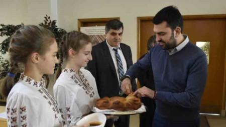 Vizeaußenminister Georg Georgiew (r.) von Bulgaren in Kanada empfangen