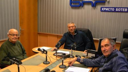 Отляво надясно: проф. Чавдар Попов, Митко Новков и Минчо Събев
