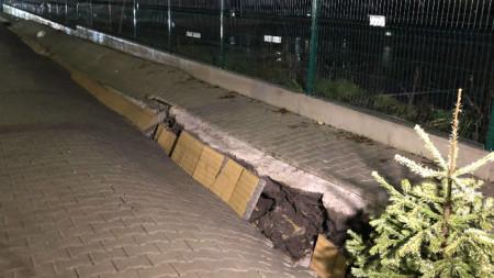 "Тротоар пропадна на улица ""Георги Софийски"" в близост до Александровска болница и изхода на метростанция"