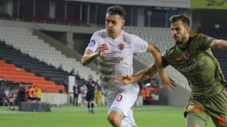 Страхил Попов (вляво) започна отлично сезона с Хатайспор.