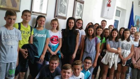 "Е. Тахова гостува на ученици от 1 ОУ ""Св. Климент Охридски"""