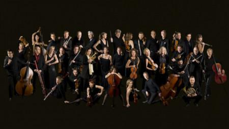 Шведският камерен оркестър, дирижиран от Томас Даусгор