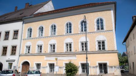 Сградата, в която е роден Адолф Хитлер.