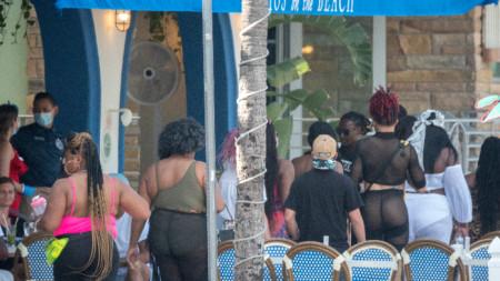 Кафене в Маями бийч, Флорида - 26 юни 2020
