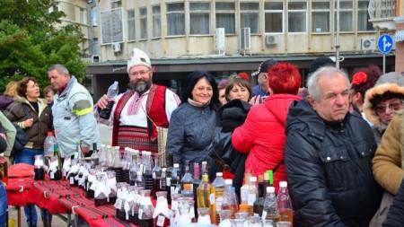 Празникът на вината, ракиите и мезетата във Враца се провежда за втора поредна година.