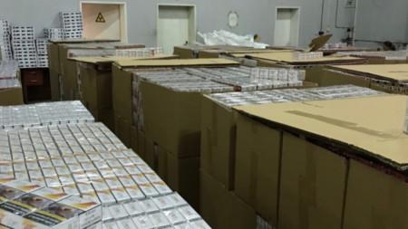 Акцизната стока е конфискувана и прибрана в митнически склад.