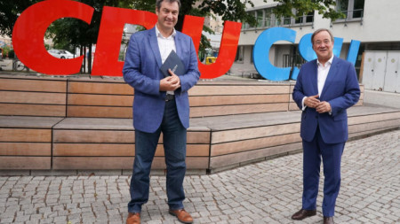 Лидерите на ХДС и ХСС Армин Лашет (вдясно) и Маркус Зьодер.
