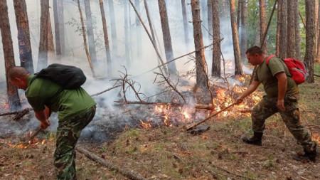 Военните в помощ на пожарникарите над Югово