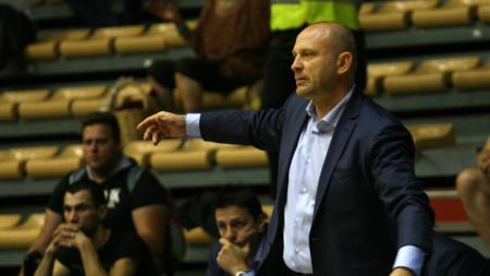 Треньорът на Левски Константин Папазов.