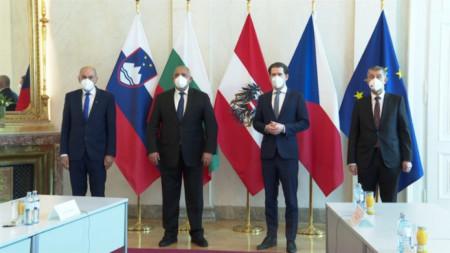 Премиерът Бойко Борисов участва в работна среща във Виена с лидерите на Австрия, Чехия, Латвия, Словения и Хърватия.
