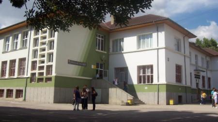 """Сградата на езикова гимназия """"Гео Милев"""" в Добрич ."""