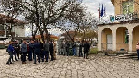 Вътрешният министър Младен Маринов и главният прокурор Иван Гешев се срещнаха с жителите на Белозем.