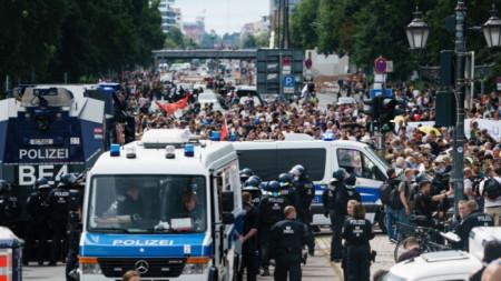 Протест в Берлин срещу мерките за ограничаване на Covid-19