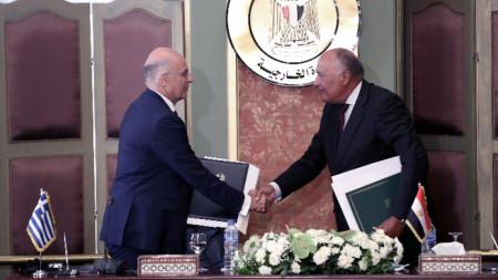 Гръцкият външен министър Никос Дендиас и египетският му колега Самех Шукри