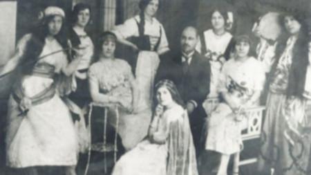 Ученички от Варненската девическа гимназия след изпълнение на операта