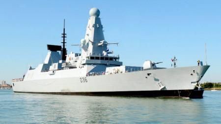 Разрушител на британския кралски флот HMS Defender