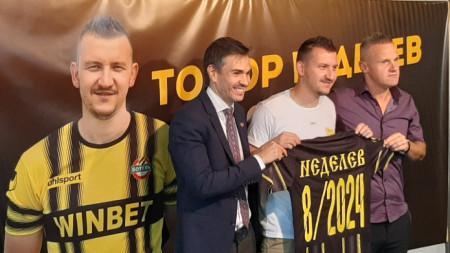 Тодор Неделев с договор за 2+1 години