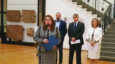 Dep. Minister of Culture Amelia Gesheva (front), Dr. Hristo Popov, H.E. Ambassador Grigorios Vasilokonstandakis and Dr. Polixeni Adam-Veleni at the opening of the exposition.