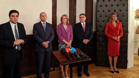 Румен Радев и Екатерина Захариева на срещата с българи в Генералното консулство в Ню Йорк.