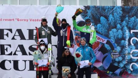 Камен Златков (вдясно на горния ред) зае трето място днес.