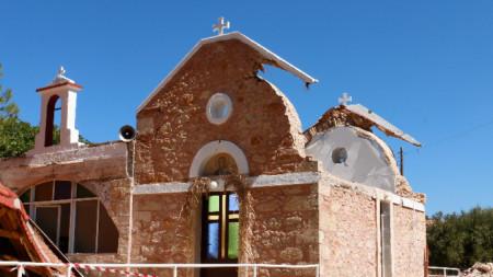 Пострадала от земетресението църква на о-в Крит.